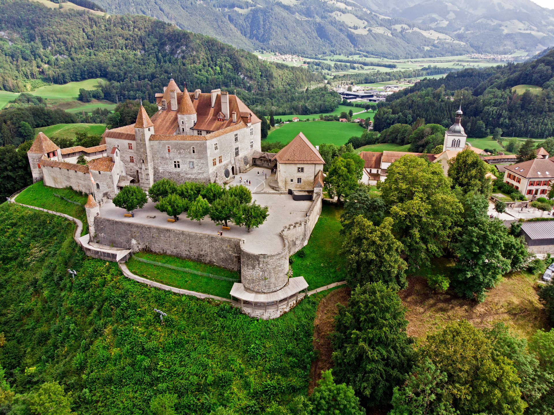 Gruyeres-Castle-Switzerland.jpg