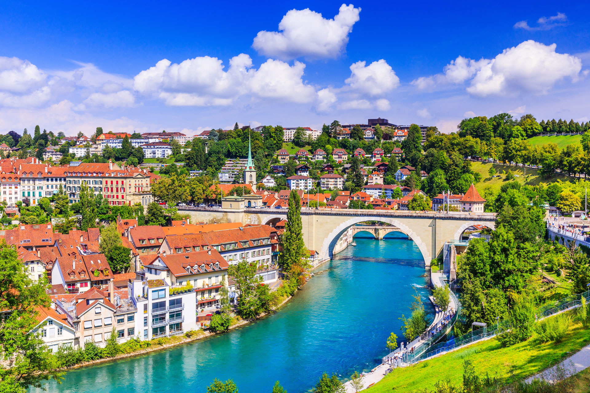 Aare-River-in-Bern-Switzerland.jpg