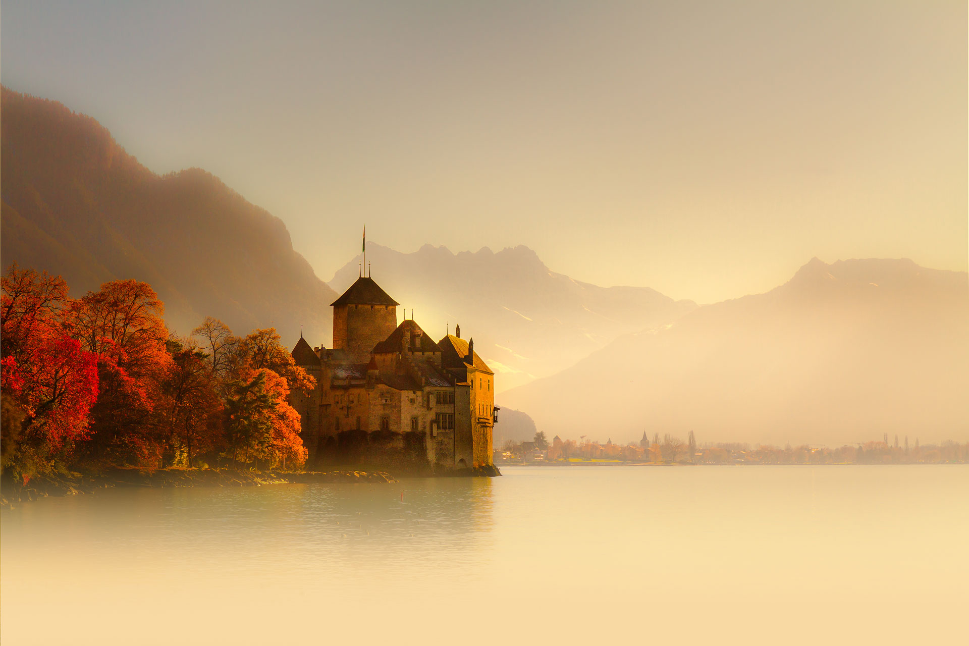 Autumn-in-Chillon-Castle-Montreux-Switzerland.jpg