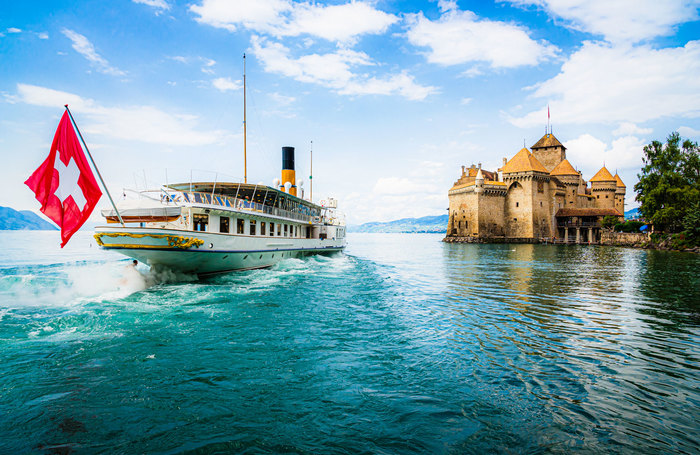 Boat-trip-to-Chillon-Castle-in-Montreux-Switzerland.jpg