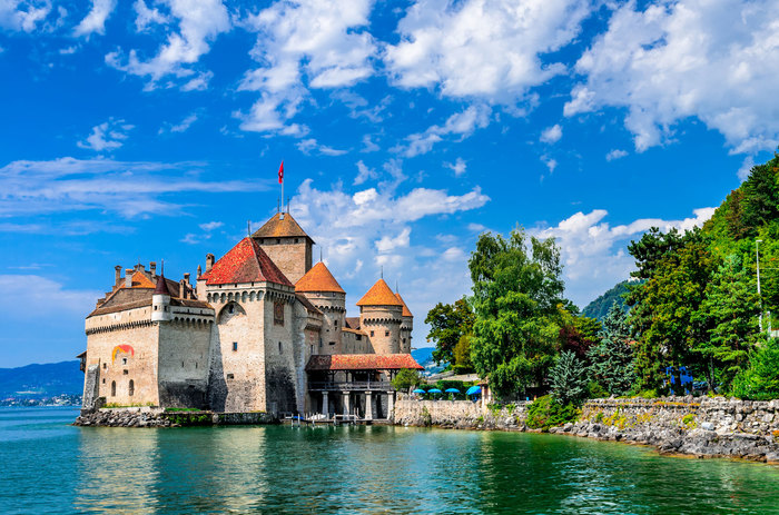 Chillon-Castle-in-Montreux-Switzerland.jpg