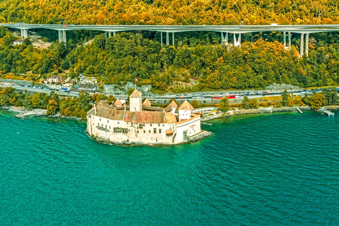 Chillon-Castle-on-Lake-Geneva-Switzerland.jpg.jpg