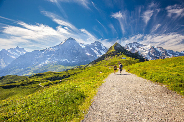 Couples-hiking-in-the-Swiss-Alps.jpg