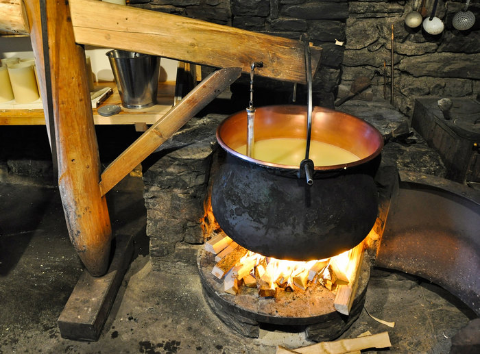 Fondue-preparation-in-Gruyeres-Switzerland.jpg