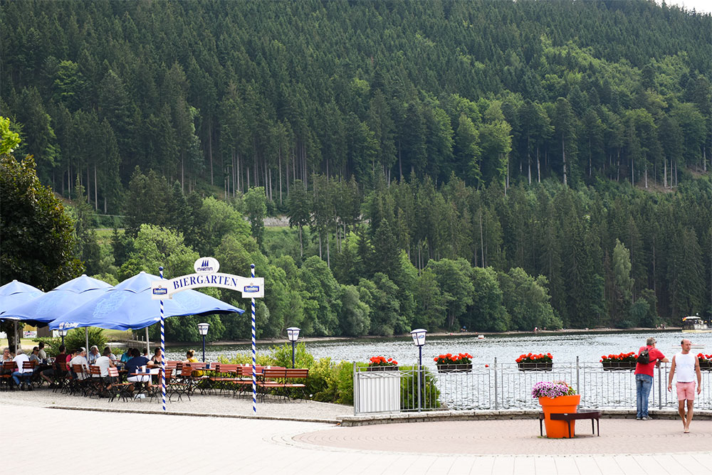 Titisee-cafes.jpg