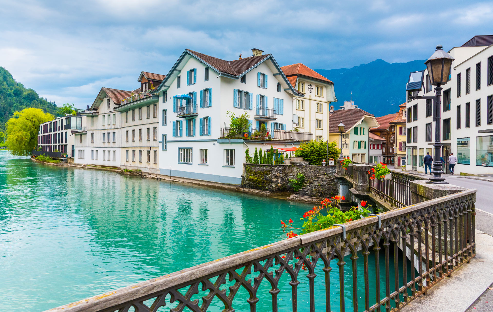 Lake-Thun-in-Interlaken-Switzerland.jpg