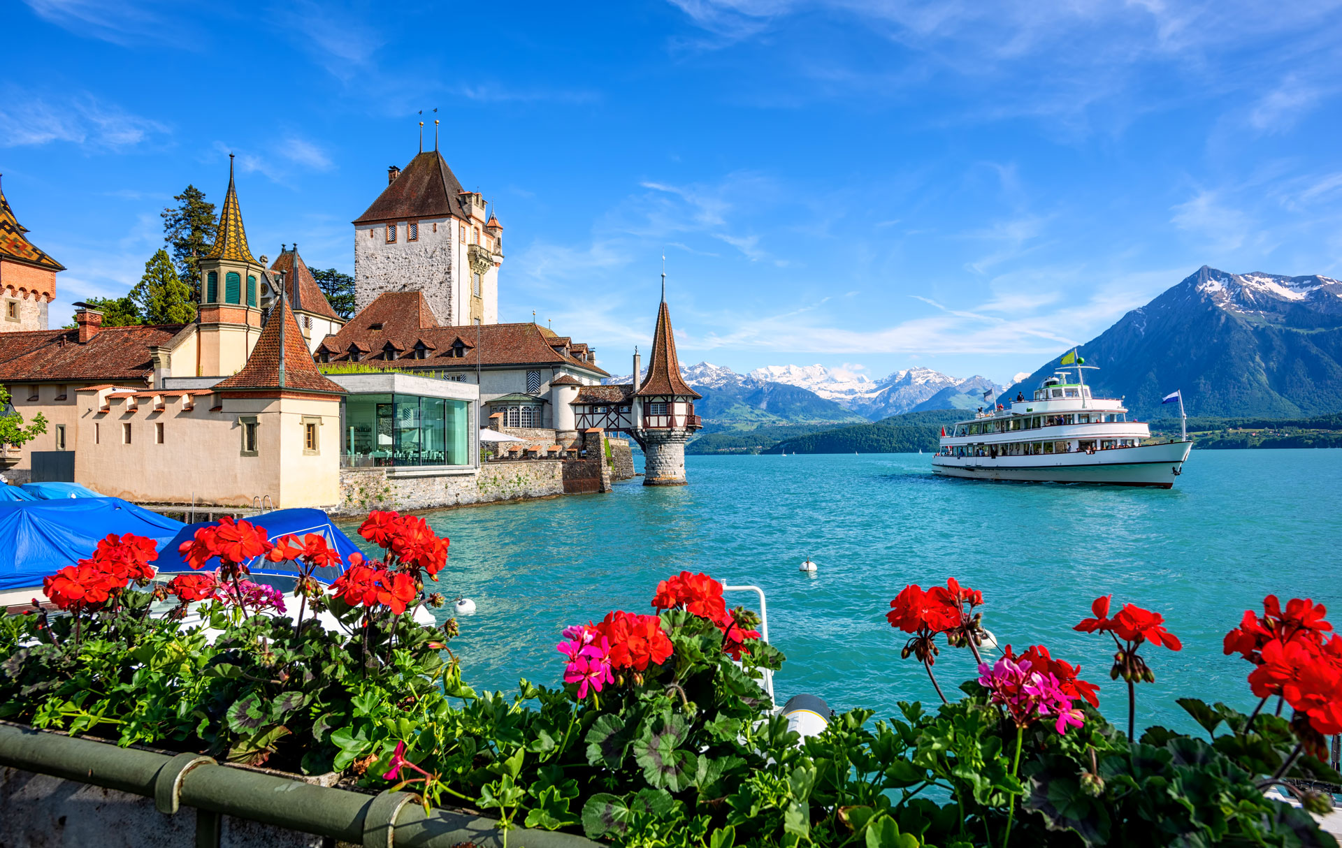 Oberhofen-Castle-on-Lake-Thun-Switzerland.jpg