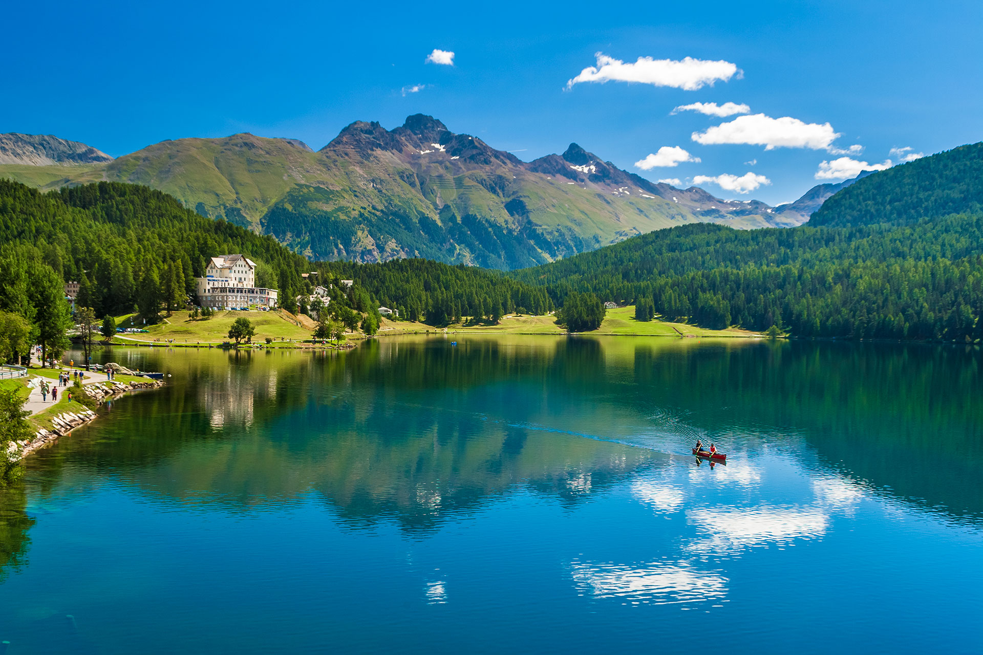 St.-Moritzersee-Switzerland_219704482.jpg